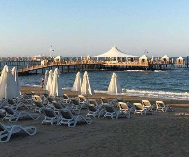 Naokolo prázdno. Napchaté pláže sa zatiaľ v Turecku nekonajú.