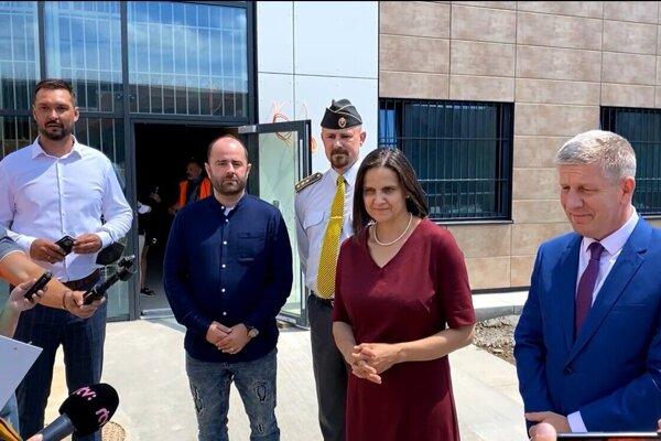Prehliadky stavby prvého detenčného centra na Slovensku sa 15. júla zúčastnili ministri zdravotníctva a spravodlivosti.