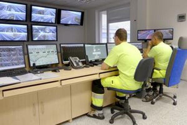 Centrum monitorovania dopravy na R1. Stredisko sa nachádza na Selenci pri Nitre.