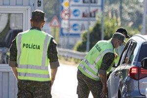 Policajná kontrola na hraničnom priechode Petržalka - Berg.