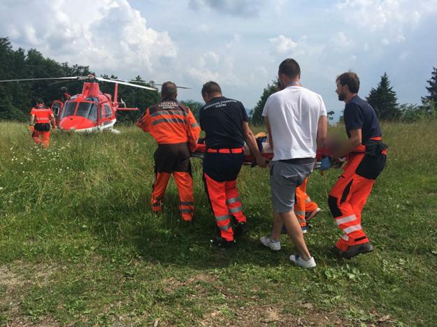 Na mieste nehody zasahoval vrtuľník.