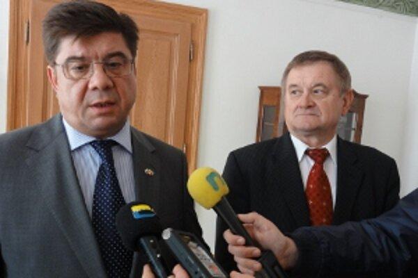Splnomocnený veľvyslanec Ruskej federácie na Slovensku Pavol Maratovič Kuznecov a nitriansky župan Milan Belica chcú užšiu spoluprácu.