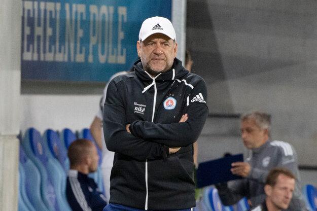 Tréner Slovana Vladimír Weiss starší.