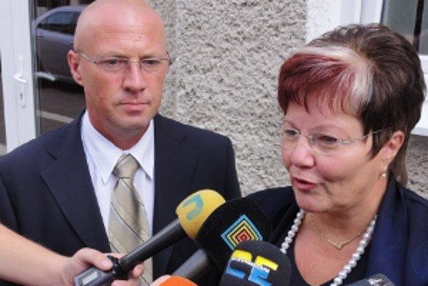 Rudolf Hlavács, výkonný riaditeľ levickej nemocnice a Marta Eckhardtová, riaditeľka krajskej neziskovky, ktorá ovláda nemocnice v Topoľčanoch a v Leviciach.