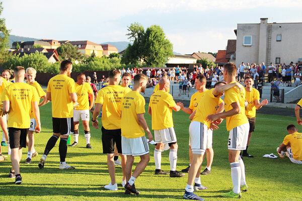 Ešte koncom júna sa námestovskí futbalisti tešili z postupu do druhej ligy. V sobotu otvoria historickú sezónu.