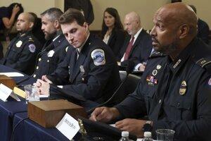 Vypovedajúci príslušníci polície v Kongrese. Zľava Aquilino Gonell, Michael Fanone, Daniel Hodges a Harry Dunn.