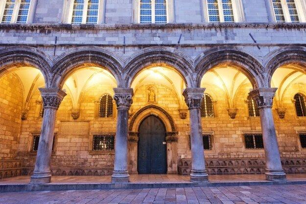 Fasáda Rektorovho paláca