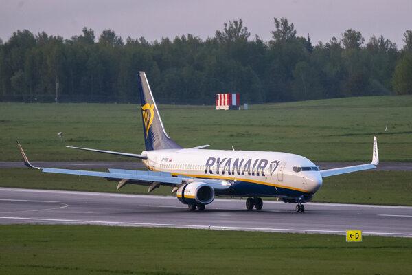 Lietadlo spoločnosti Ryanair, ktoré pod falošnou zámienkou odklonili do Minska, aby zadržali novinára Ramana Prataseviča.