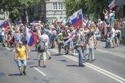 Účastníci počas protestu.