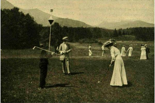 Vyššia spoločnosť si voľné chvíle kráti aj golfom. Prvé deväťjamkové ihrisko v Uhorsku postavili v roku 1909 v Tatranskej Lomnici.