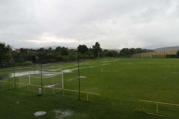 V Bobote sa nehralo, ihrisko bolo poriadne podmáčané.