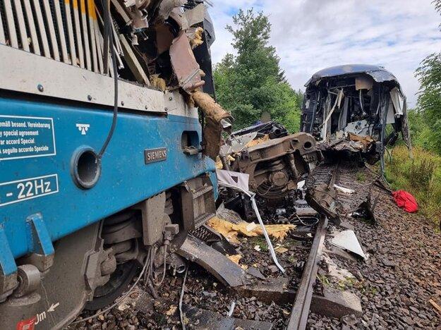 Zrážka vlakov na Domažlicku.