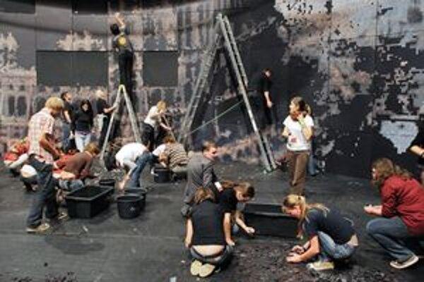 Divadelnej Nitre pomáhajú už 20 rokov stovky dobrovoľníkov.