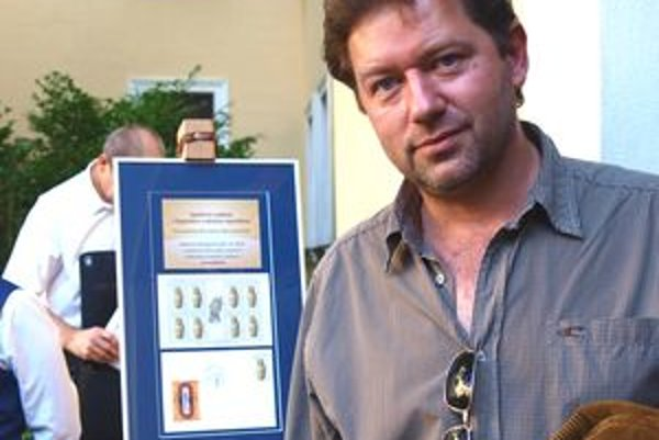 Spoločnú známku s Egyptom Karol Felix predstavil vlani na výstave v Nitrianskej galérii.