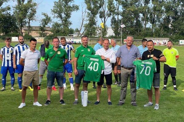 V Horných Salibách sa gratulovalo. Michal Hovorka, bývalý hráč a kanonier mal 40-tku, Štefan Mészáros, niekdajší predseda oslávil 70-tku.