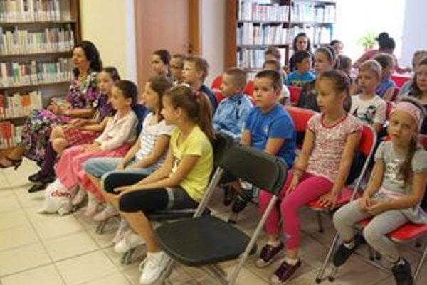 V knižnici v Nitre vyhodnotili súťaž Čítajte s nami. Jej cieľom je podnietiť u detí záujem o knihy a čítanie.