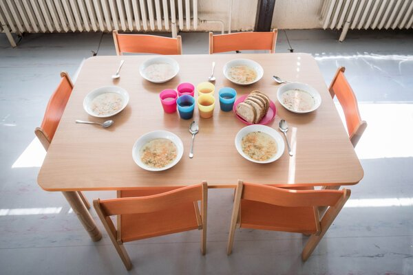 Rodičia päťročných predškolákov za stravu platiť nebudú.