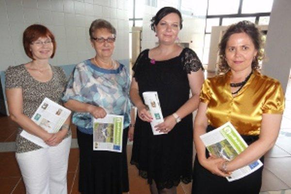 Na snímke je podstatná časť ľudí, ktorí stoja za Poľnohospodárom. Zľava Lujza Záhoráková, Katarína Potoková, prorektorka Elena Horská a Renáta Chosraviová.