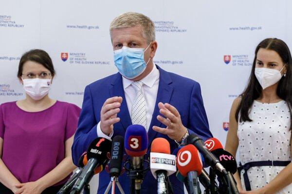 Minister zdravotníctva Vladimír Lengvarský na tlačovej konferencii.