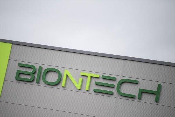 Logo na budove Biontechu v nemeckom meste Mainz.