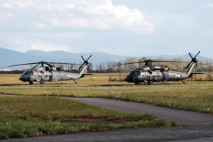 Afganskí vojaci sa učili v Košiciach pilotovať vrtuľníky Sikorsky UH-60 Black Hawk. Takýmito strojmi vyzbrojili Američania aj ich armádu.