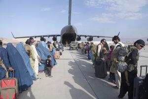Príprava na evakuačný let z Kábulu.