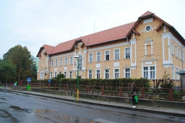Gymnázium v Dobšinej.