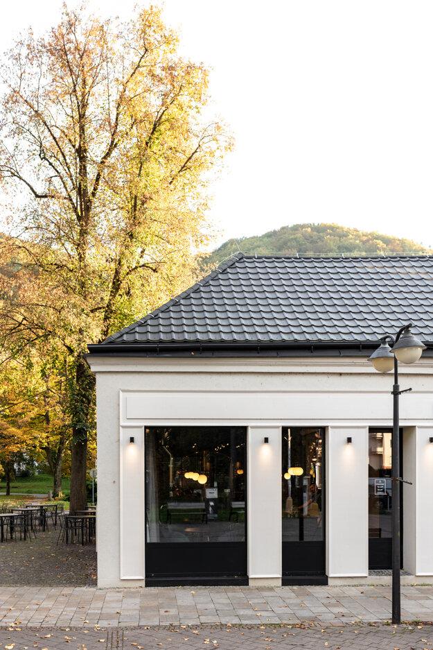Objekt Likerky Trenčianske Teplice, v ktorom sa ukrýva aj výrobňa remeselných spiritov, je nominovaný na prestížne architektonické ocenenie CE ZA AR.