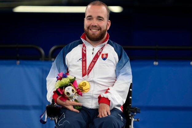 Slovenský reprezentant v boccii Samuel Andrejčík získal na paralympijských hrách v Tokiu zlatú medailu.