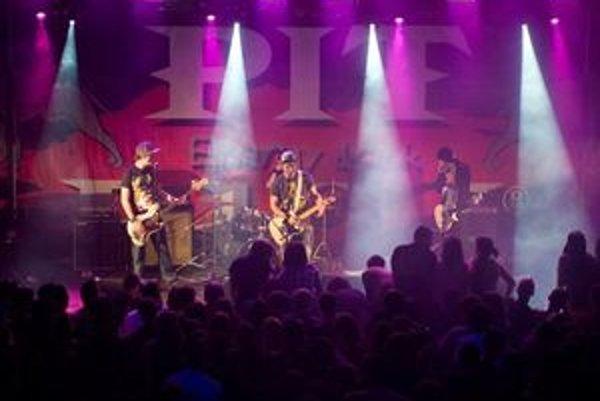 Úspešná nitrianska kapela sa v marci vydáva na turné.