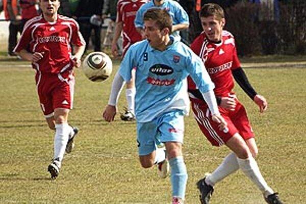 ČFK Nitra hral s Ludanicami 0:0. V modrom Drotár medzi Koprdom a M. Krškom.