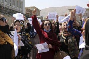 Protest afganských žien neďaleko prezidentského paláca v Kábule.