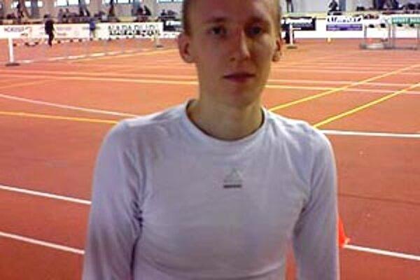 Junior Ján Domény vyhral beh na 3000 m.
