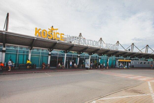 Slovenskí dovolenkári sa vrátili do Košíc o dvoch menej.