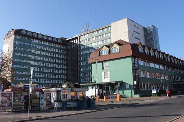 Popradská nemocnica sa pripravuje na tretiu vlnu pandémie.