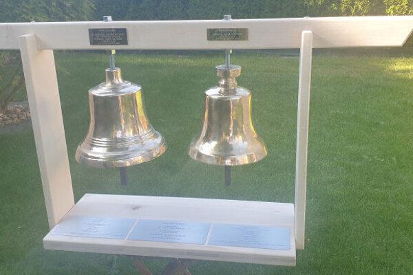 Menší zvon Neponuk, väčší zvon dostal meno František.