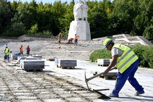 Obnovu pamätníka komplikuje viacero problémov.