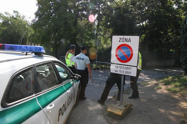 Pápež František pricestoval na Slovensko. Bratislava musí rátať s dopravnými obmedzeniami.