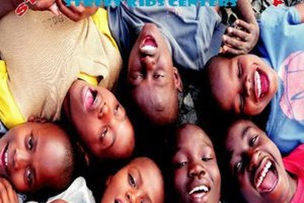 Kalendár s africkými deťmi. Výťažok s jeho predaja pôjde na projekty v Keni.