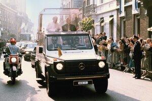 Biely Mercedes G 230 použil prvýkrát pápež Ján Pavol II. pri návšteve Nemecka v roku 1980.