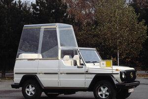 Po atentáte na pápeža v roku 1981 dostal papamobil nepriestrelné sklá.
