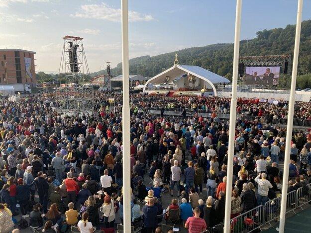 Atmosféru z návštevy pápeža v Prešove ešte lepšie priblíži naša fotogaléria. Dostanete sa na ňu kliknutím na obrázok.