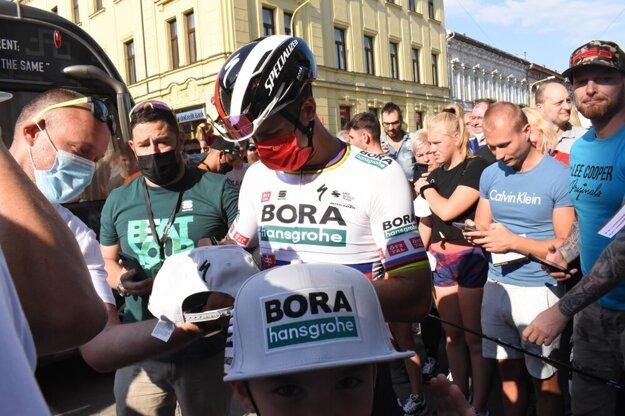 Hviezdy svetovej cyklistiky na čele so Saganom priviedli Košičanov do varu. Po kliknutí na fotku sa dostanete k fotogalérii.
