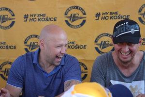 Jiří Bicek (vľavo) a Rastislav Staňa na autogramiáde HC Košice.