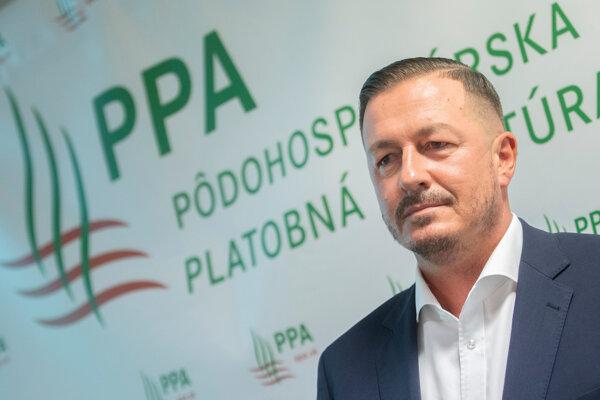 """Generálny riaditeľ Pôdohospodárskej platobnej agentúry (PPA) Jozef Kiss počas tlačovej konferencie na tému """"Odpočet činnosti PPA pod vedením generálneho riaditeľa Jozefa Kissa a akreditačný proces"""" v Bratislave."""