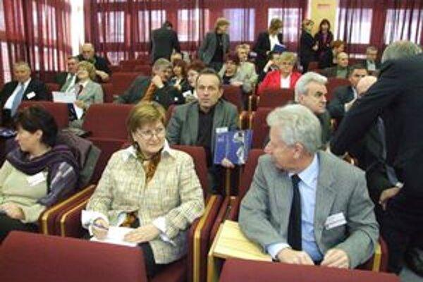 Pedagógovia na konferencii pripomenuli, že školský systém je stále vo veľkej miere založený na memorovaní.