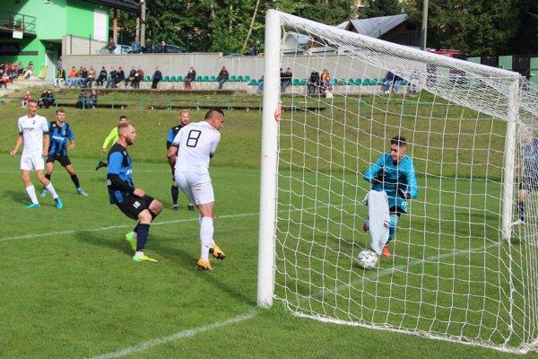 Za Oravské Veselé vyrovnal v 41. min Ďungel. Z gólu mal veľkú radosť.