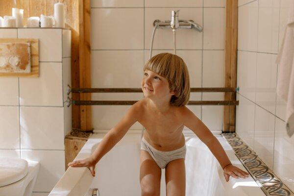 Otužovanie u detí je vhodné napríklad po kúpeli vo forme vlažnej sprchy.