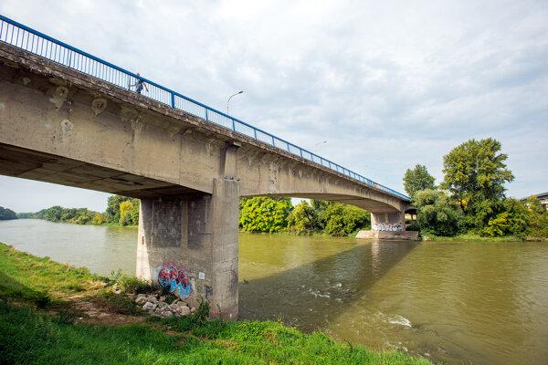Most v Hlohovci.