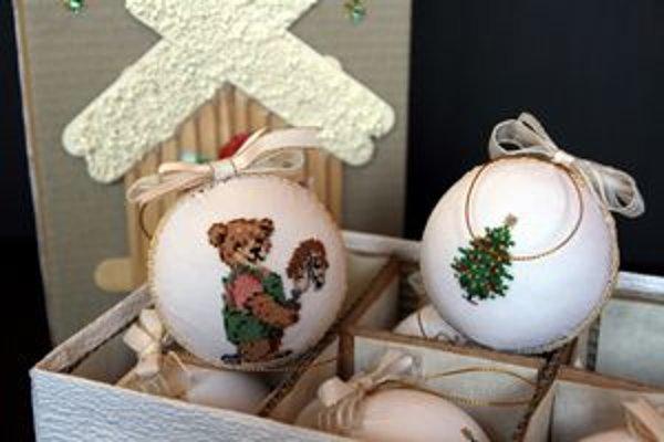 Vianočné ozdoby.Výtvory pani Moniky.